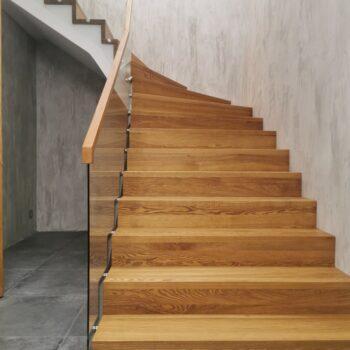 изготовление лестниц в калининграде