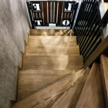 лестницы из дерева, деревянные лестницы в калининграде